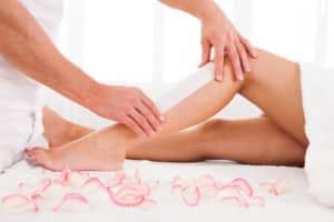 Haare entfernen an Beinen mit Wachs