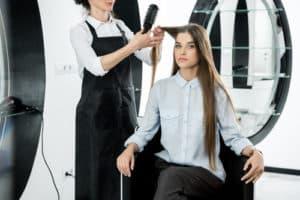 Haarglättungsbürste getestet im Friseursalon