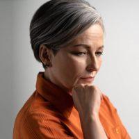 Ist es möglich, über Nacht graue Haare zu bekommen?