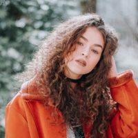 Trockenes und strapaziertes Haar – Was sind die Ursachen?