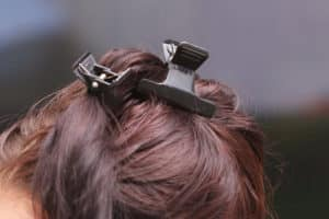 So kommen Haarklammern richtig zum Einsatz