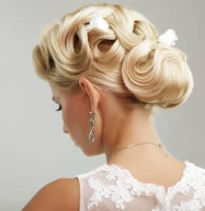Schöne Hochzeitsfrisur dank Haarklammern