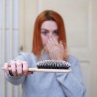 Haarausfall – Stop! Gründe dafür und Haarmittel dagegen